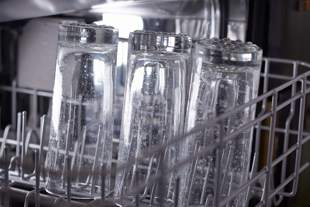 Dishwasher with spotted glasses